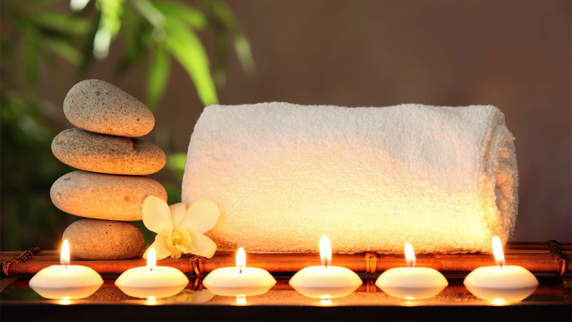 candles-and-towel-154418691